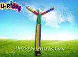 党かイベントのために主題の膨脹可能な空気ダンサーを広告している道化師