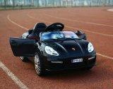 Un giro dei 2017 capretti sull'automobile elettrica di plastica poco costosa del giocattolo del bambino RC dell'automobile