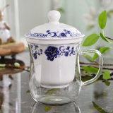 陶磁器のInfuserのガラスティーカップのギフトが付いているホウケイ酸塩ガラスのティーカップ