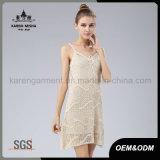 Le ragazze di Karen Crocheted il vestito bianco dal maglione di Sun