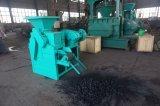 De zwarte Pers die van de Briketten van de Bal van de Houtskool Machine maken