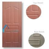 自然で暗いクルミの固体合板によって形成されるドアのパネル