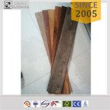 4mm Unilinクリックシステム防水ビニールの板の床PVCフロアーリング