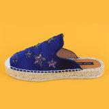 Sandali di fumo della trasparenza della scarpa di tela del fannullone piano blu della pelle scamosciata delle signore di moda