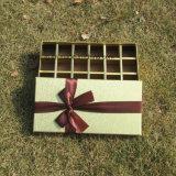 상한 마분지 사탕은 분배자를 가진 서류상 초콜렛 상자를 상자에 넣는다