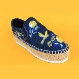 Chaussures plates uniques d'espadrille de plate-forme de denim de broderie de Slip-on d'EVA de femmes de mode