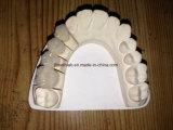 Parti superiori e ponticello metal-ceramici dentali dal laboratorio dentale della Cina