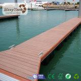 Decking en plastique en bois de la matière composite WPC pour le dock de marina