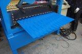 壁及び屋根を付けることのための機械を形作るロール