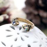 O acionamento de Diamante de moda Anel regulável imitação para o sexo feminino