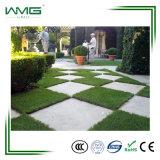 정원을%s 인공적인 플라스틱 맞물리는 잔디 매트를 정원사 노릇을 하는 고품질 PE