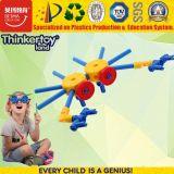 Bambini DIY di Thinkertoyland 3+ che costruiscono giocattolo educativo