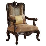 切り分けられた木製のトリムが付いているファブリック居間のソファーのアメリカの旧式なソファ及び椅子