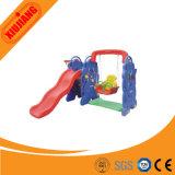Kind-im Freien Plastikplättchen und Schwingen-Spiel-Set