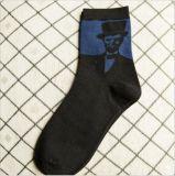 豪華な紳士の文字木靴の人の服のソックス