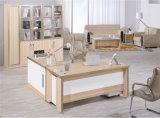 L elegante escritorio de oficina de la dimensión de una variable con modestia