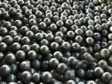 高いクロムによって投げられる粉砕の鋼球、高いクロムセメントのボールミルのための粉砕媒体の球