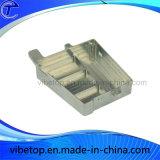 Pequeno aparelho eléctrico a peça de metal