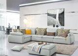 居間の家具ファブリックコーナーのソファーのためにセットされるソファー