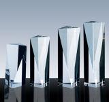 八角形の高いタワーは水晶賞を与える