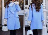 긴 겨울 재킷을%s 가진 숙녀 접어젖힌 옷깃 재킷