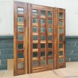 中国の工場Finshedのドアの黒いクルミから成っているグリルが付いている最もよい価格の入口の純木のドア