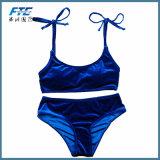 2018명의 주문 로고 파란 우단 비키니 여자는 수영복 수영복을 위로 민다