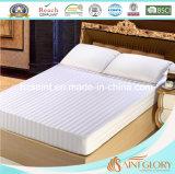 El lecho blanco del hotel fija conjuntos de la hoja de estilo de la raya con la tela de algodón pura