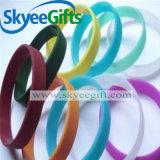 Multi braccialetto del silicone dello spazio in bianco di colore