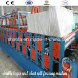 機械を形作る屋根ふきのパネルロール