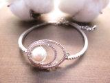 분홍색 다이아몬드 CZ 여자를 위한 빛나는 작풍에 있는 돌 진주 팔찌