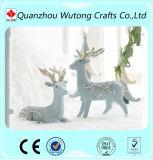La vente en gros à la maison de décoration de Noël ouvre des figurines de cerfs communs de résine de sculpture
