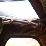4人リトルロックの最も新しく堅いシェルの屋根の上のテント