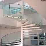 Diseño moderno, escalera de caracol de hierro forjado.