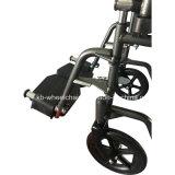 El polvo cubrió, invalidó, sillón de ruedas manual