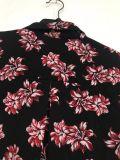 Impression femelle estampée d'exposition légèrement longue dans la chemise en soie réelle