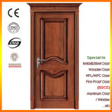ローマのホテルの部屋のドアが付いている内部の木製のドア