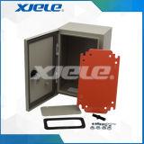 金属の配電箱の配電盤のブレーカー