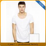 Les hommes bon marché de modèle raffinent le T-shirt blanc de polyester de coton