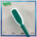 Toothbrush antiderrapante do punho com líquido de limpeza da lingüeta