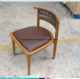 Teca de los muebles del patio que cena la silla