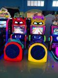 Les enfants de simulateur de machine de jeu de voiture de course arcade