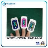 Oxymètre coloré neuf de pouls de bout du doigt avec l'écran OLED
