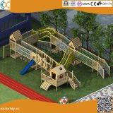 Hölzerner Spielplatz des spätesten im Freienabenteuer-2018 für Kinder