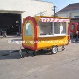 軽食のアイスクリームの風邪はフライドポテト、ワッフル、サンドイッチレストランの食糧トラックを飲む