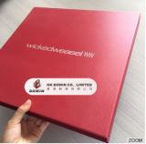 Rectángulo de regalo Shaped del libro rojo lujoso de la insignia de Stampling del oro con el encierro de los imanes