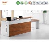 Самомоднейший подгонянный стол приема белой конструкции переднего счетчика офиса деревянной стоящий