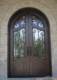 Élégant conçu à la main de fer avec une grande porte d'entrée remise