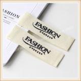 Étiquettes populaires de vêtements d'étiquette de tissu vêtant des étiquettes et des étiquettes de coup