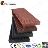 Imperméable en plastique en bois classique et de la rainure de surface composite WPC Decking